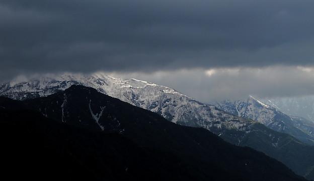 雲間から・残雪
