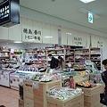 写真: 「徳島・香川トモニ市場」が東京交通会館に昨日オープンしちゅう。人...