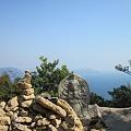 写真: 三鬼堂から頂上へ向かう途中にある石積み