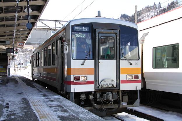 Photos: 大糸線 南小谷駅 キハ120形気動車