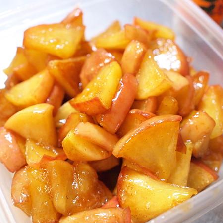 キラキラのフライパン焼きりんごが完成!