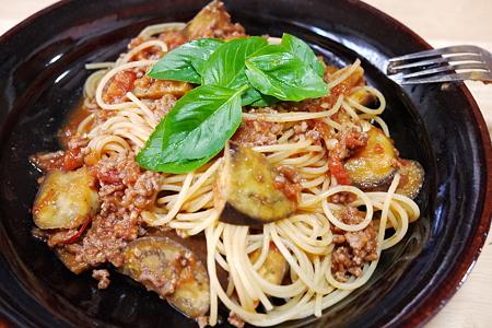 DMC-GF1-茄子と挽肉のトマトソースパスタ