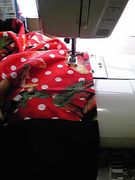 写真: 来週のるるっ子の修学旅行の為にサルエルを縫わされております…5枚...