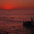 Photos: A Boat Heading to the Sunrise