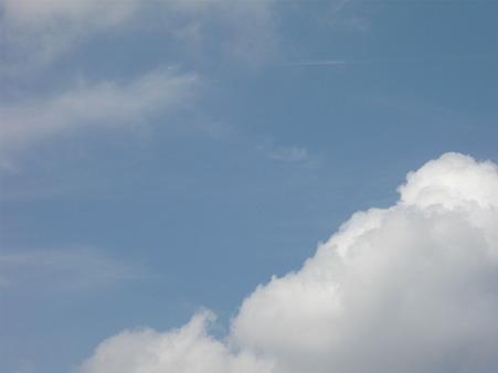 夏っぽい雲101013
