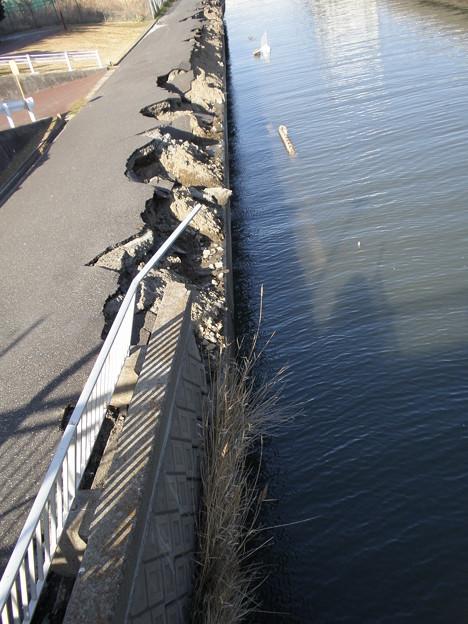 液状化による護岸の崩壊