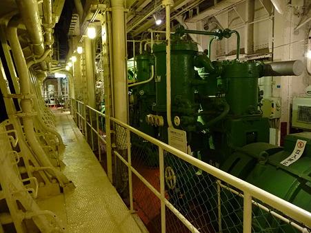 100428-氷川丸 機関室など (18)