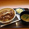 写真: すき家の牛丼