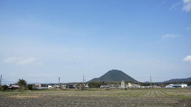 三上山(遠)