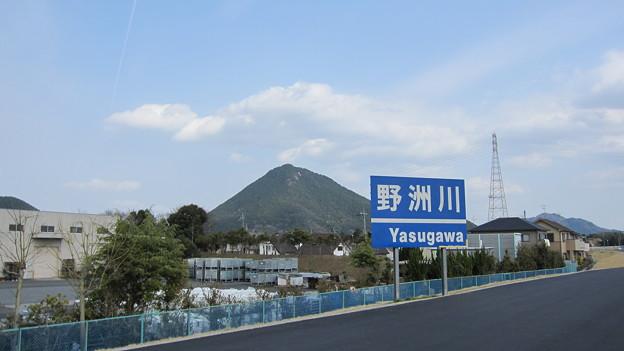野洲川看板と三上山