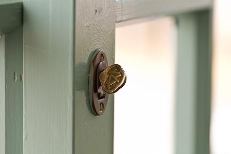 司祭館 窓の鍵