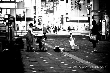松本駅前で NEX-5 FD50 F1.4