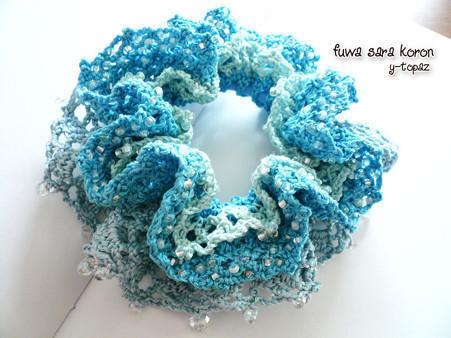 ビーズをちりばめた海の青のシュシュ 1