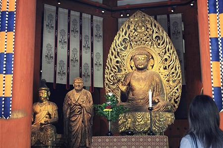 2010.04.28 興福寺 北円堂 弥勒如来坐像と世親立像