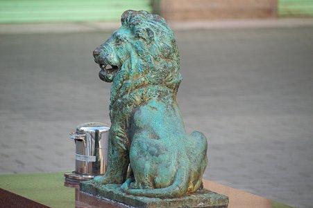 2011.01.09 新橋 街のライオン