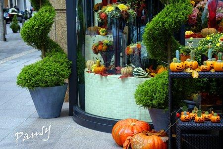 ハロウィーンのかぼちゃたち・・花屋さんで・・