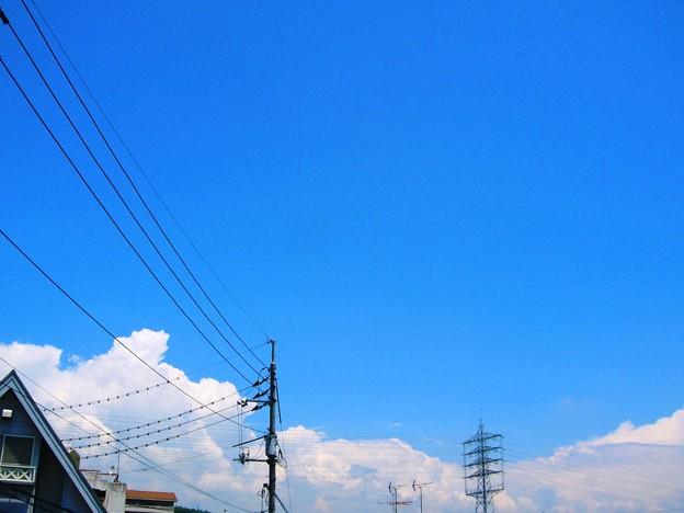 初夏の北の空に、早くも積乱雲