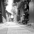 モノトーン 川越蔵造の町並み路地裏・・20120624