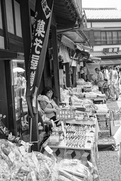 モノトーン 蔵造の町並み 駄菓子屋通り・・20120624