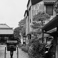 Photos: モノトーン 蔵造の町並み 静かな通りを人力車で・・20120624