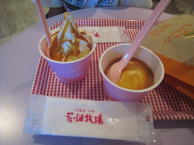 花畑牧場 ホットキャラメルパフェ&ホットキャラメルアイスクリーム、とメロンパンの袋