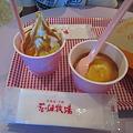 写真: 花畑牧場 ホットキャラメルパフェ&ホットキャラメルアイスクリーム、とメロンパンの袋